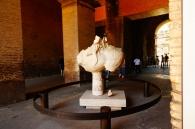 Часть старинной лошади, украшавшей Колизей