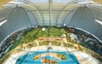 Тропический курорт в ангаре
