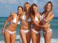 В одном из городков Италии запрещено носить бикини на городской пристани
