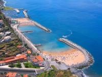 На пляжах Португалии появились платные медпункты