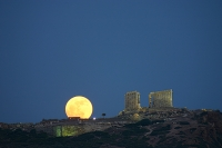 Греция приглашает посетить свои достопримечательности при свете луны
