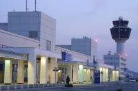 На территории международного аэропорта Афин проходят концерты джаз-исполнителей