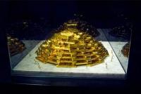 Настоящая башня из золота появилась в музее Нью-Йорка