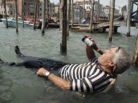 Гондольеры Венеции замечены в употреблении алкоголя и наркотиков