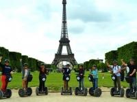Париж предлагает экскурсии на сигвеях