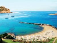 Туристы вновь возвращаются на пляжи Греции