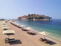 Черногория не перестает радовать туристов чистыми пляжами